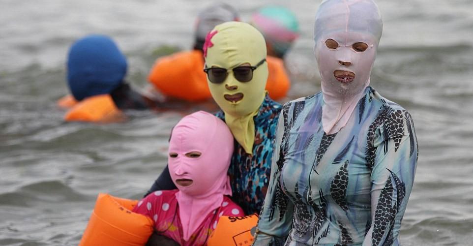 chinese-bathers